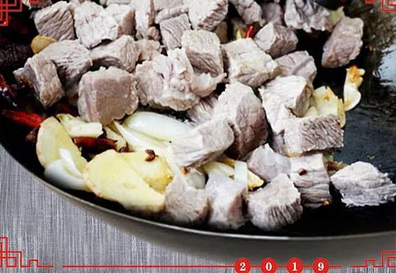 红烧牛肉怎么做又嫩又好吃,方法全在这里包教包会