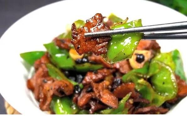 辣椒炒肉怎么炒好吃?怎么把肉炒嫩?