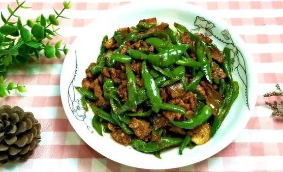 辣椒炒肉的家常做法,好吃到停不下来