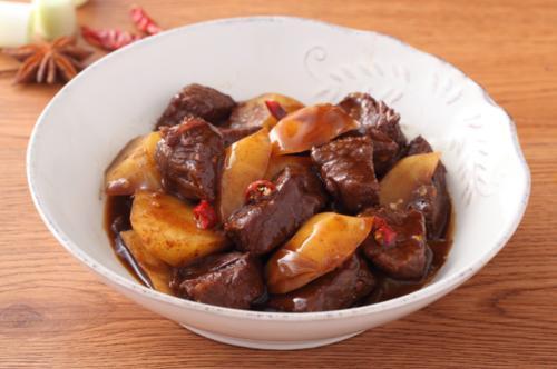 土豆炖肉的简单做法,炖猪肉也是很好的搭配哦!