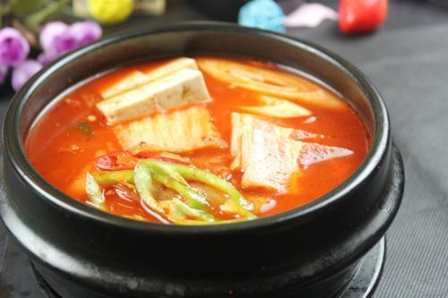韩式泡菜汤的做法,韩国菜具有代表性的美食哦!