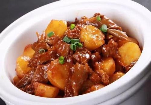 土豆炖牛肉的做法窍门,一招制敌哦!
