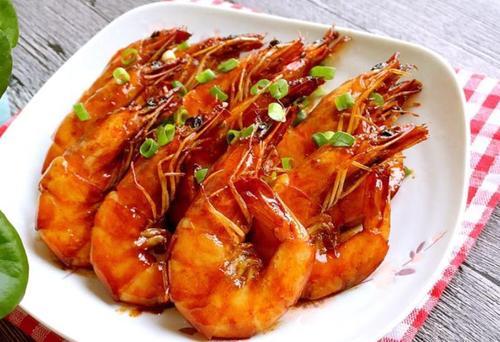 油焖大虾的家常做法,很适合中老年人吃的美食哦!