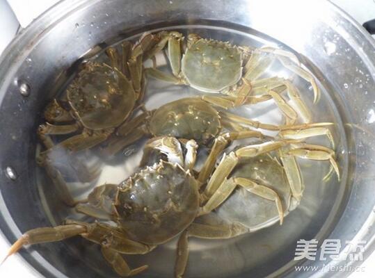 清蒸大闸蟹这么烹饪,才能去除寒凉